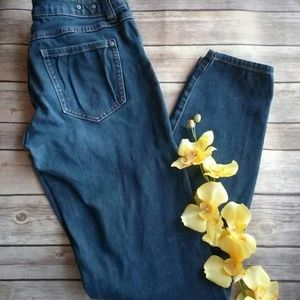 🛍 2/$20 CAbi tapered skinny jeans style #492